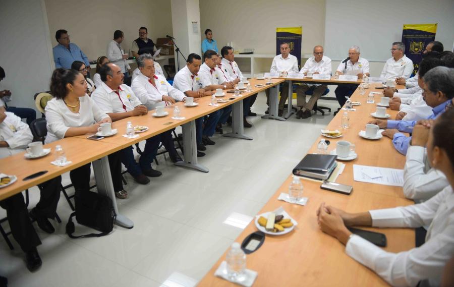 Conjuntan voluntades la UNACH y Organización de Constructores Independientes del Estado de Chiapas a favor de los jóvenes