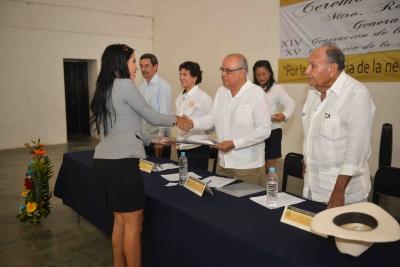 Egresan 50 profesionales del Campus de la UNACH en Arriaga