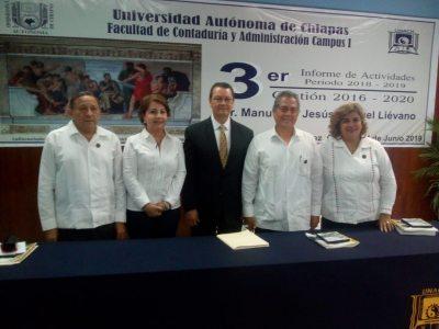 Rinde Manuel de Jesús Moguel Liévano su Tercer Informe de Actividades al frente de la Facultad de Contaduría  y Administración de la UNACH