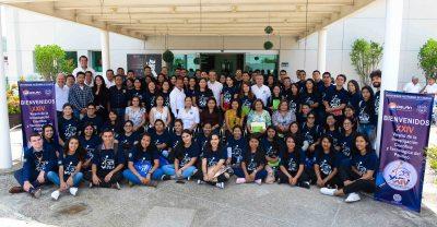 """Dan bienvenida en la UNACH a los estudiantes del programa """"Delfín""""."""