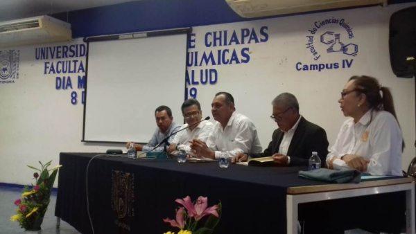 En el Campus IV Presentan docentes de la UNACH libro sobre enfermedades infecciosas en México