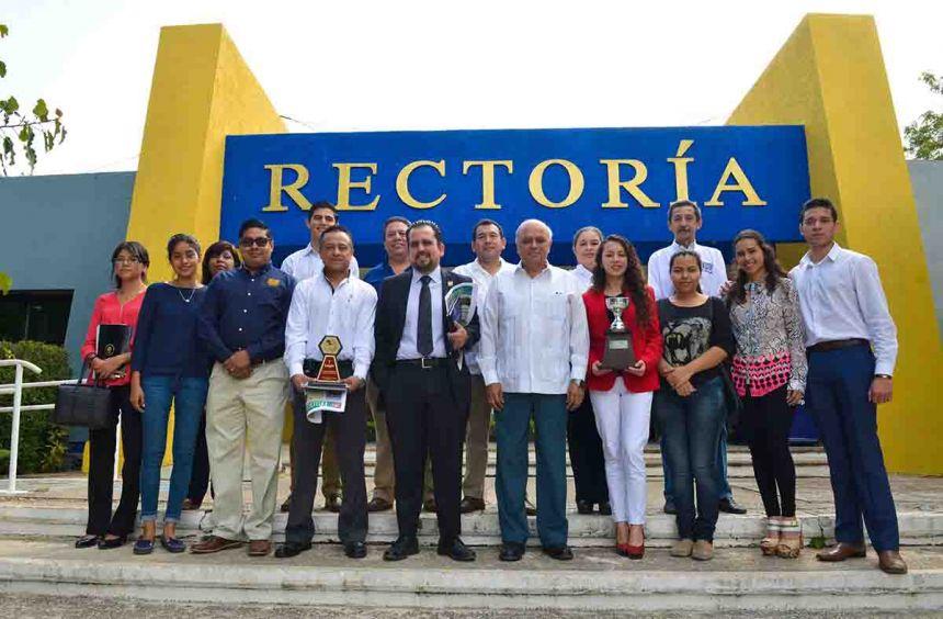 Obtienen alumnos de la UNACH premios en competencias en materia de Derecho realizadas en la Ciudad de México y en Chiapas