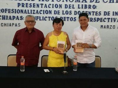En el Campus IV Presenta académica de la UNACH libro sobre la Profesionalización de los docentes de Inglés en Chiapas