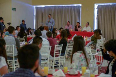 Promueve UNACH el encuentro de egresados destacados con alumnos de sus distintos Campus