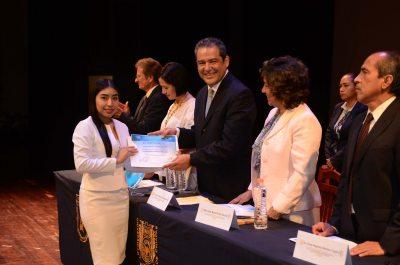 Celebra UNACH graduación de egresados de la Facultad de Medicina Humana