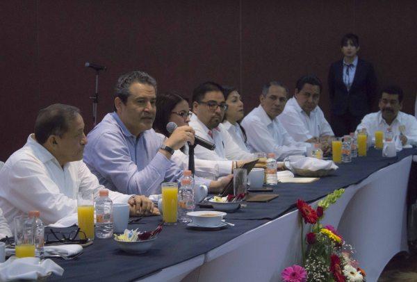 Entrega UNACH reconocimientos a ex integrantes del Comité de Finanzas