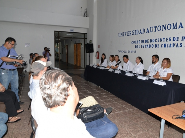 Participan ex alumnos y académicos de la UNACH en el Colegio de Docentes de Inglés del Estado de Chiapas A.C.