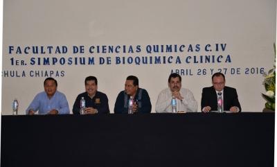 Participan estudiantes y profesionistas en el 1er. Simposium de Bioquímica Clínica UNACH