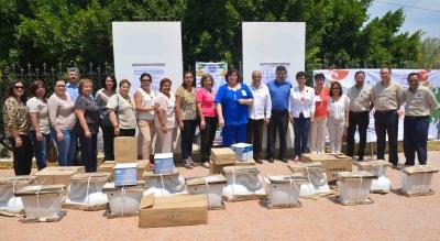 Dona Voluntariado de la UNACH accesorios a la Escuela de Humanidades de Pijijiapan