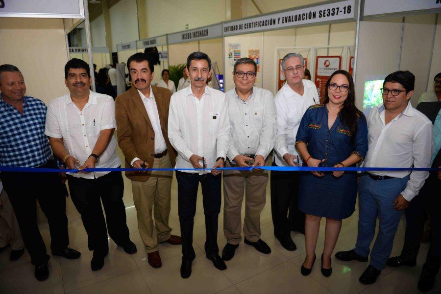 Destaca el rector Carlos Eugenio Ruiz Hernández la  labor que realizan evaluadores de la UNACH