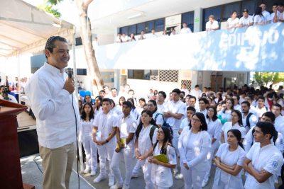 Dan bienvenida oficial a alumnos de la UNACH