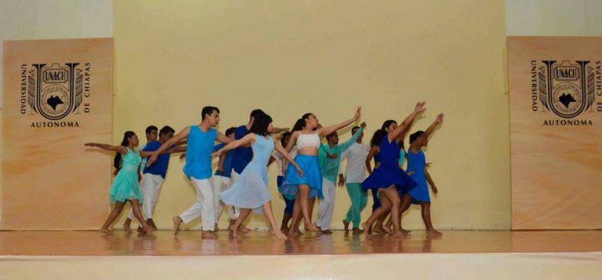 Alumnos del CEUNACH dan muestra de su talento en la ceremonia de inicio de clases