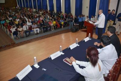 Egresan cien nuevos profesionales de la medicina en la UNACH
