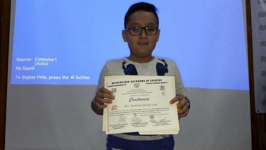 Entrega UNACH reconocimientos a infantes que participaron de actividades con docentes de la institución.