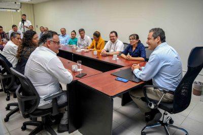 Se reúne el rector de la UNACH, Carlos F. Natarén Nandayapa con una comisión de docentes de la Facultad de Derecho