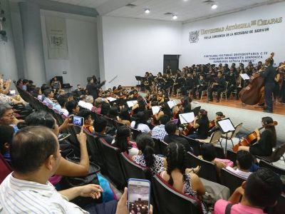 En la UNACH Todo un éxito el Concierto de la Orquesta Sinfónica Esperanza Azteca Femenil
