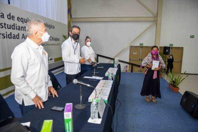 Inicia UNACH la entrega de tablets donadas para sus alumnos