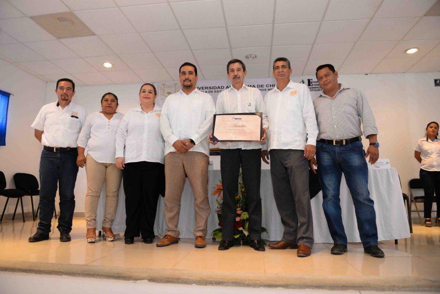Entregan reconocimiento nacional a la Escuela de Estudios Agropecuarios Mezcalapa