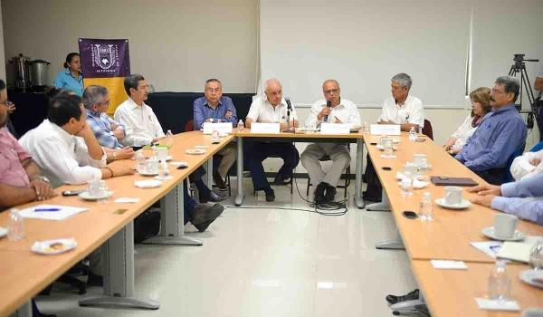 Diserta en la UNACH una conferencia  el físico italiano Galileo Violini