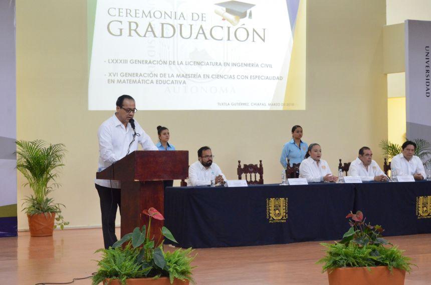 Egresan más de 130 profesionales de Ingeniería Civil y Maestría en Ingeniería en la UNACH