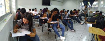 Presentan más de 4 mil jóvenes el examen de admisión de la UNACH