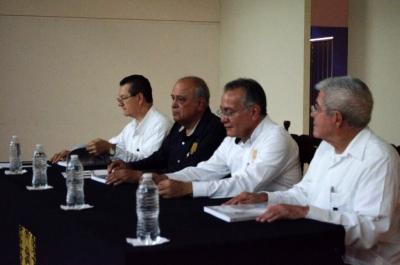 Presentan el libro Aprender Contabilidad Financiera, del académico unachense, José Bulmaro Díaz Fonseca
