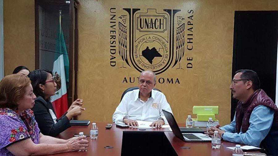 """Se reúne el rector de la UNACH, Carlos Eugenio Ruiz Hernández con representantes del Colectivo """"Mujeres por una Agenda Incluyente"""""""